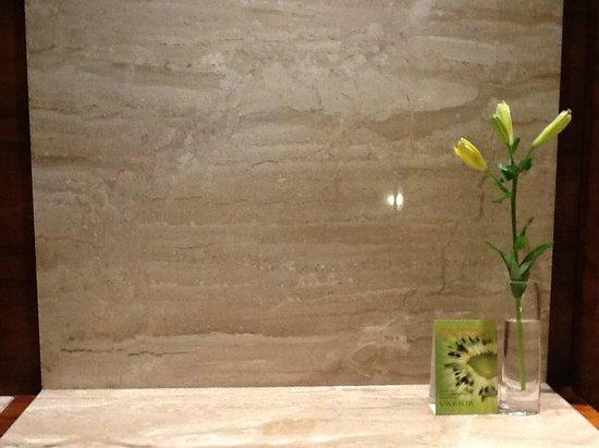 Vivanta by Taj - Gurgaon, NCR: 'complimentary fruits in the room!'