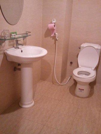 Mekong Hotel: Toilet