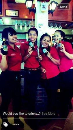 Karlsson Restaurant & Steak House: Beer drinking staff.