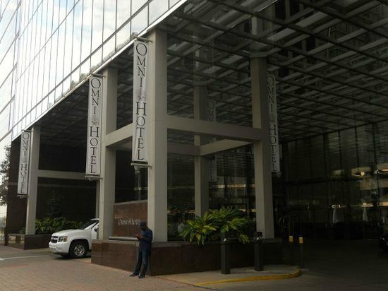 Omni Austin Hotel Downtown: The entrance on eighth street