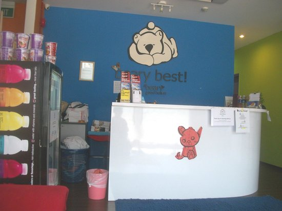 Beary Best! by a Beary Good Hostel!: resepsionis