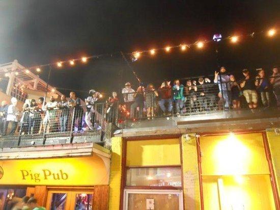 6th Street: Rowdy crowds