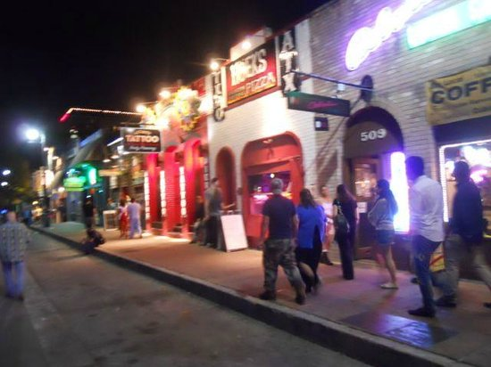 6th Street: Colorful nightlife