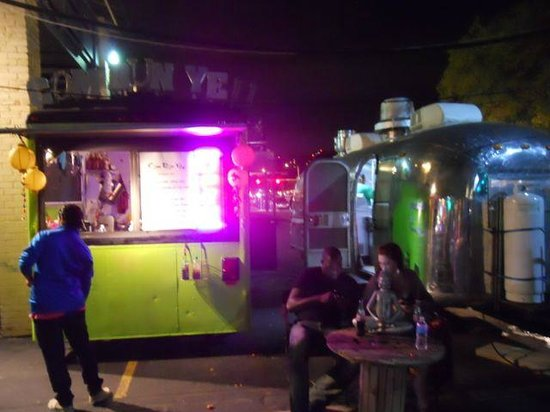6th Street : Food trucks galore