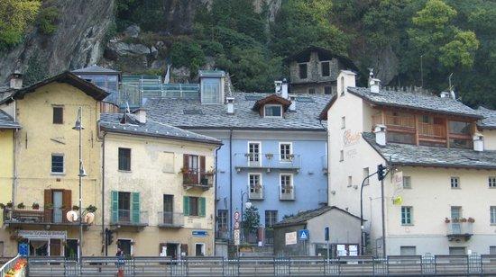 Hotel Ad Gallias : L'hotel (l'ascensore in vetro e il tavolo sul belvedere)