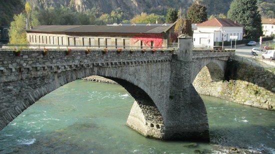 Hotel Ad Gallias : Il ponte sulla Dora
