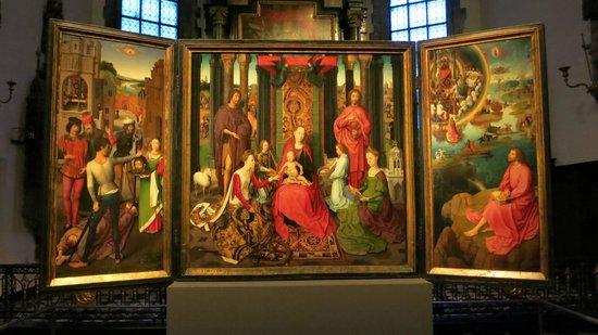Sint-Janshospitaal : Le Triptyque de St Jean Baptiste et St Jean l'évangeliste