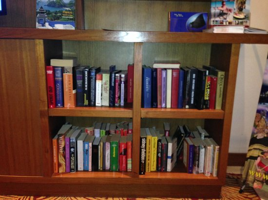 Novotel Phuket Surin Beach Resort.: library of foreign language books for reading