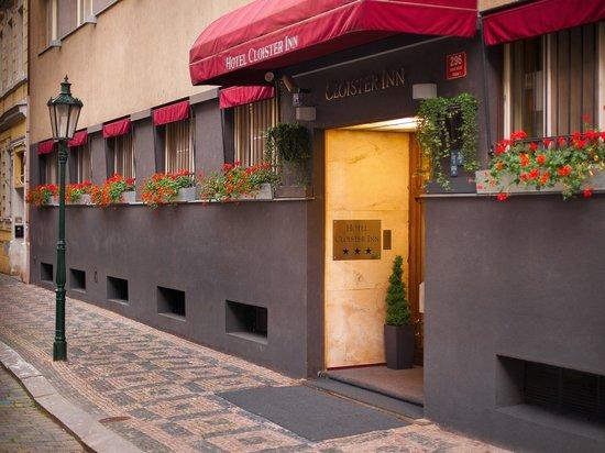 Cloister Inn Hotel: Exterior