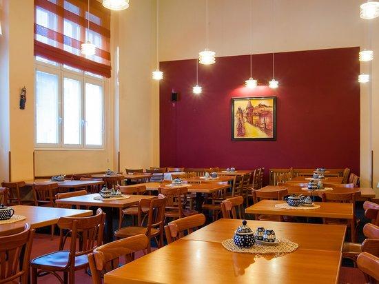 Cloister Inn Hotel: Breakfast room