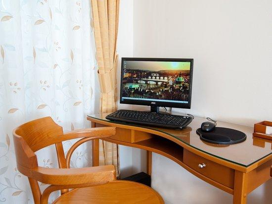 Cloister Inn Hotel: Lobby