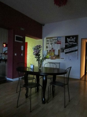 Pink Panther's Hostel: Dining and public space