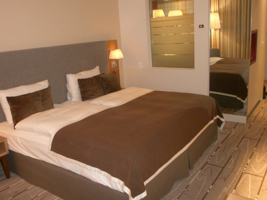 Radisson Blu Hotel, Zurich Airport: Room