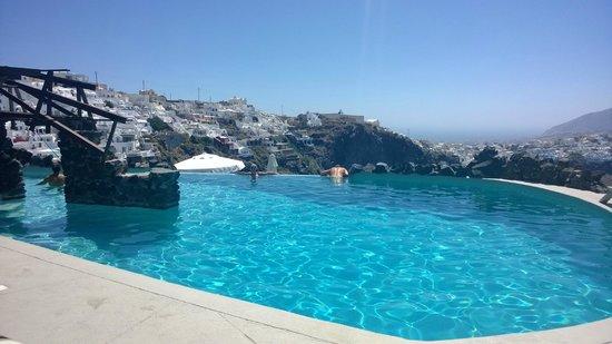 Honeymoon Petra Villas: Big, deep infinity pool, wonderful