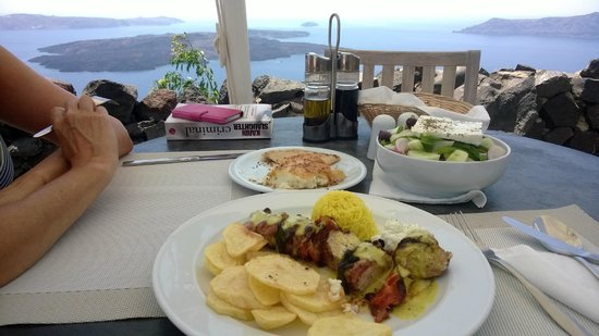 Honeymoon Petra Villas: One of the great lunches, with amasing view from table