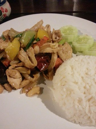 Catfish Bookshop & Restaurant : Chicken with cashew nuts
