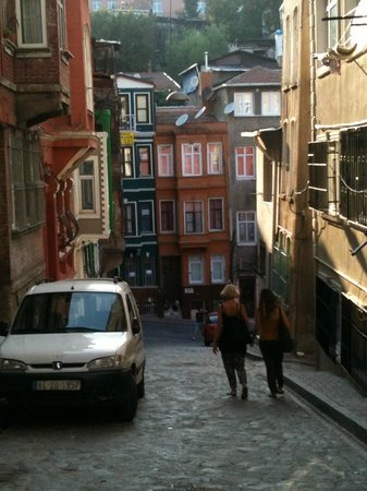Circle Istanbul : You would definately not find this neighbourhood on your own