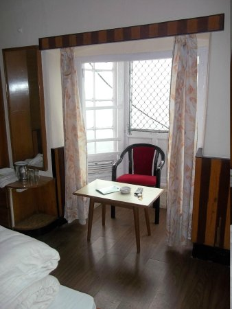 Hotel Broadway Mussoorie : OUR ROOM- BEST ROOM OF THE HOTEL