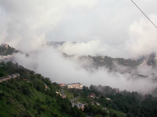 Hotel Broadway Mussoorie : VIEW FROM MALL ROAD