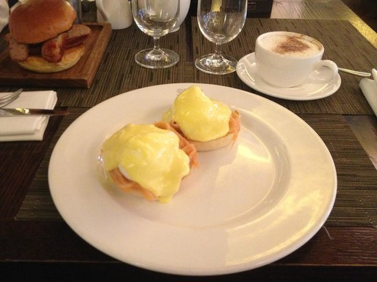 Searcys St Pancras Restaurant and Champagne Bar: Eggs royale
