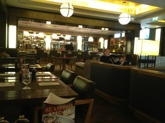 Searcys St Pancras Restaurant and Champagne Bar: Restaurant at 9am