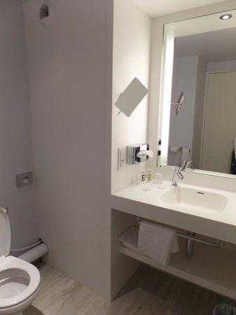 Mercure Marseille Centre Vieux Port : salle de bain