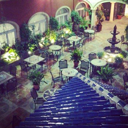 Hotel Plaza Manjón: El maravilloso patio