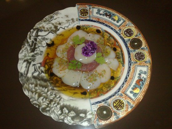 La Montgolfiere Henri Geraci: Scallops sashimi...