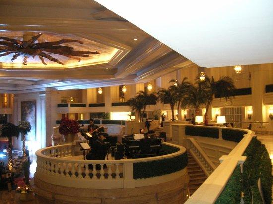 The Peninsula Manila: Lobby