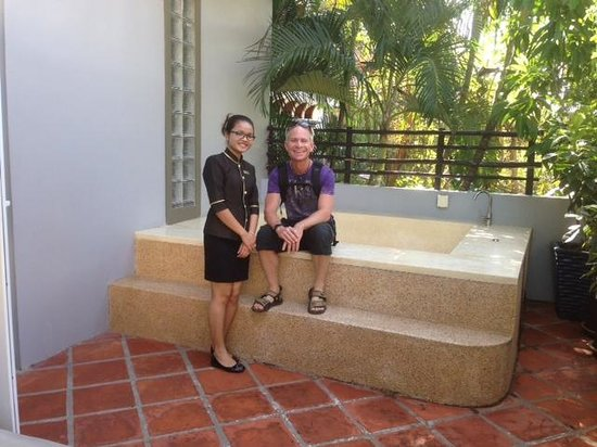 King Grand Suites Boutique Hotel II : explaining the whirl pool