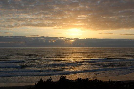 Nordic Oceanfront Inn: Sunset from the room