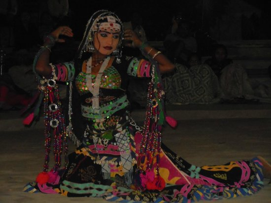 Desert Anna Safari & Camp : Rajasthani folk dancer ,doing beautiful deance