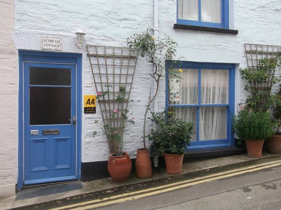 Sunbeam Cottage: VIEW FROM THE STREET