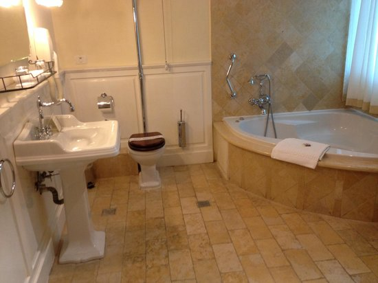 Hotel Mitzpe Hayamim: Mitzpe hayamim - our huge bathroom