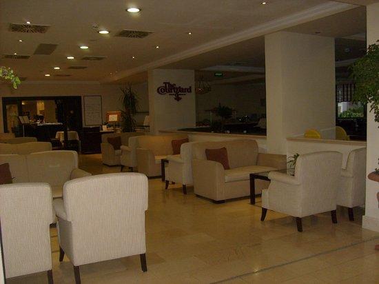 Leonardo Hotel Budapest : Холл отеля