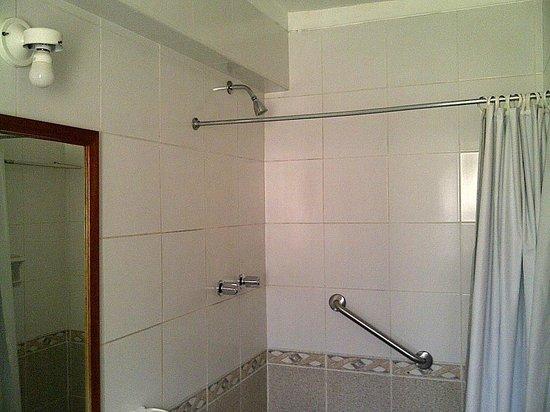 SAUCE Hostal : vista da ducha