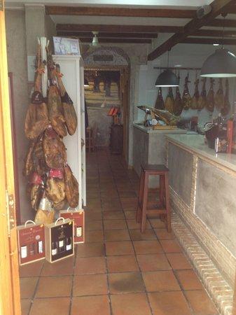 Gourmet Iberico: Entrada zona Tienda Gourmet y Barra