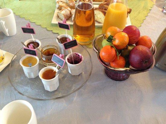 Manoir Saint-Martin : Fruits et confitures maison! Un régal!