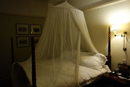 The Victoria Falls Hotel: Bed with Mozzie Net