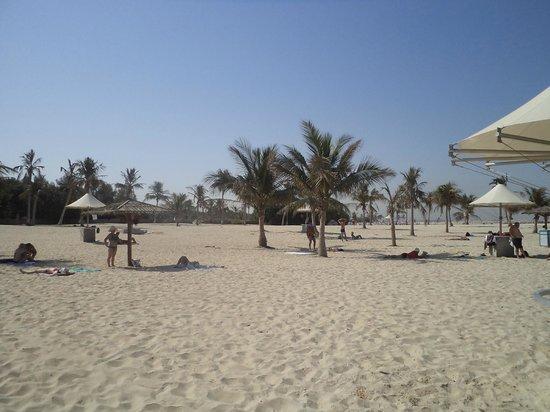 Ramada Hotel & Suites Sharjah: Пляж в парке Аль Мамзар