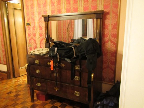 Due Torri Hotel: room furniture