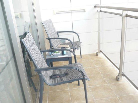 Sandos Monaco Beach Hotel & Spa: balcony furniture