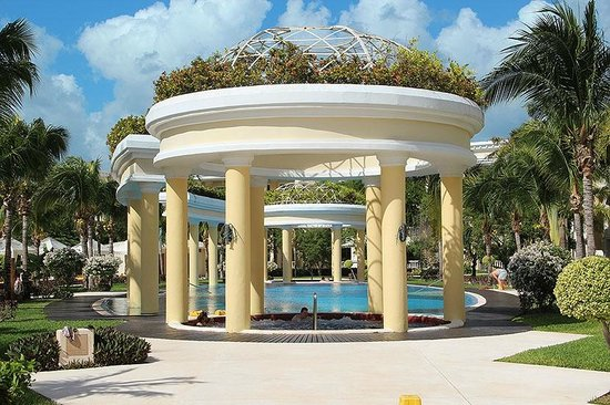 Iberostar Grand Hotel Paraiso : Ротонда и джакузи с горячей водой бассейна релакс