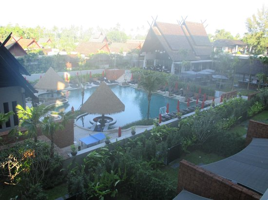 Anantara Vacation Club Mai Khao Phuket : View of the pool area and restaurant from our room