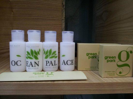 Jeju Ocean Palace Hotel: Lotion, Shampoo, conditioner, body soap, toiletries