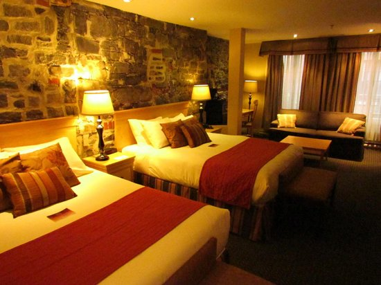 Hotel du Vieux-Quebec: Our Room