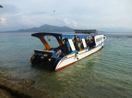 Onong Resort: Bequemes Tauchboot