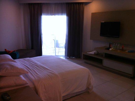 Century Langkasuka Resort : спальня сьюта