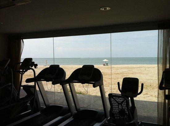 Century Langkasuka Resort: фитнес зал