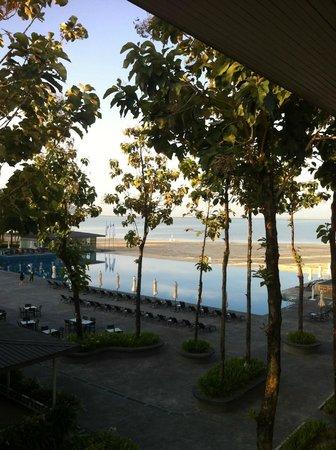 Century Langkasuka Resort : вид из номера на бассейн